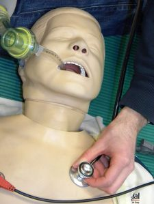checking_pulmonary_sounds_after_intubation
