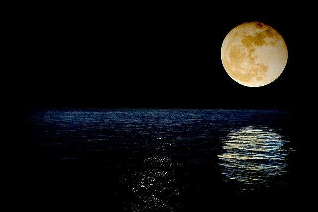 www.maxpixel.net-Luna-Reflection-Sea-Superluna-Night-Super-Water-1826849.jpg
