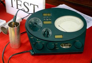 800px-Scientology_e_meters_green_black_cropped